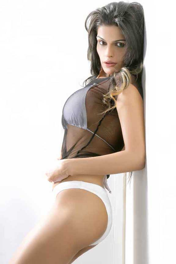 Natasha Sikka Hot Images & Pictures - Becuo