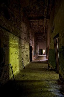 LUGARES ABANDONADOS-LUGARES OLVIDADOS (sitios fantasma en el mundo) Interior2