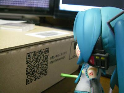 はちゅねさんはQRコードが気になるようです。