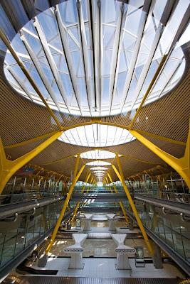 Arquitectura espectacular aeropuerto madrid barajas for Arquitecto t4