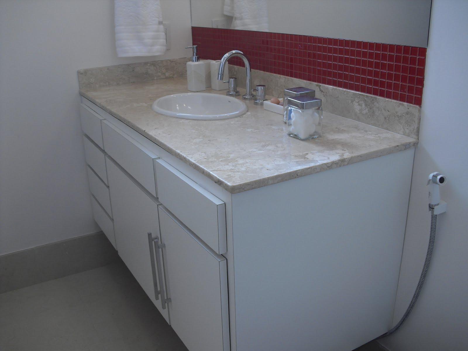 Construir com Arte: Banheiros de bom gosto com Cristiana Terra Bento #592E37 1600x1200 Banheiro Com Granito Vermelho