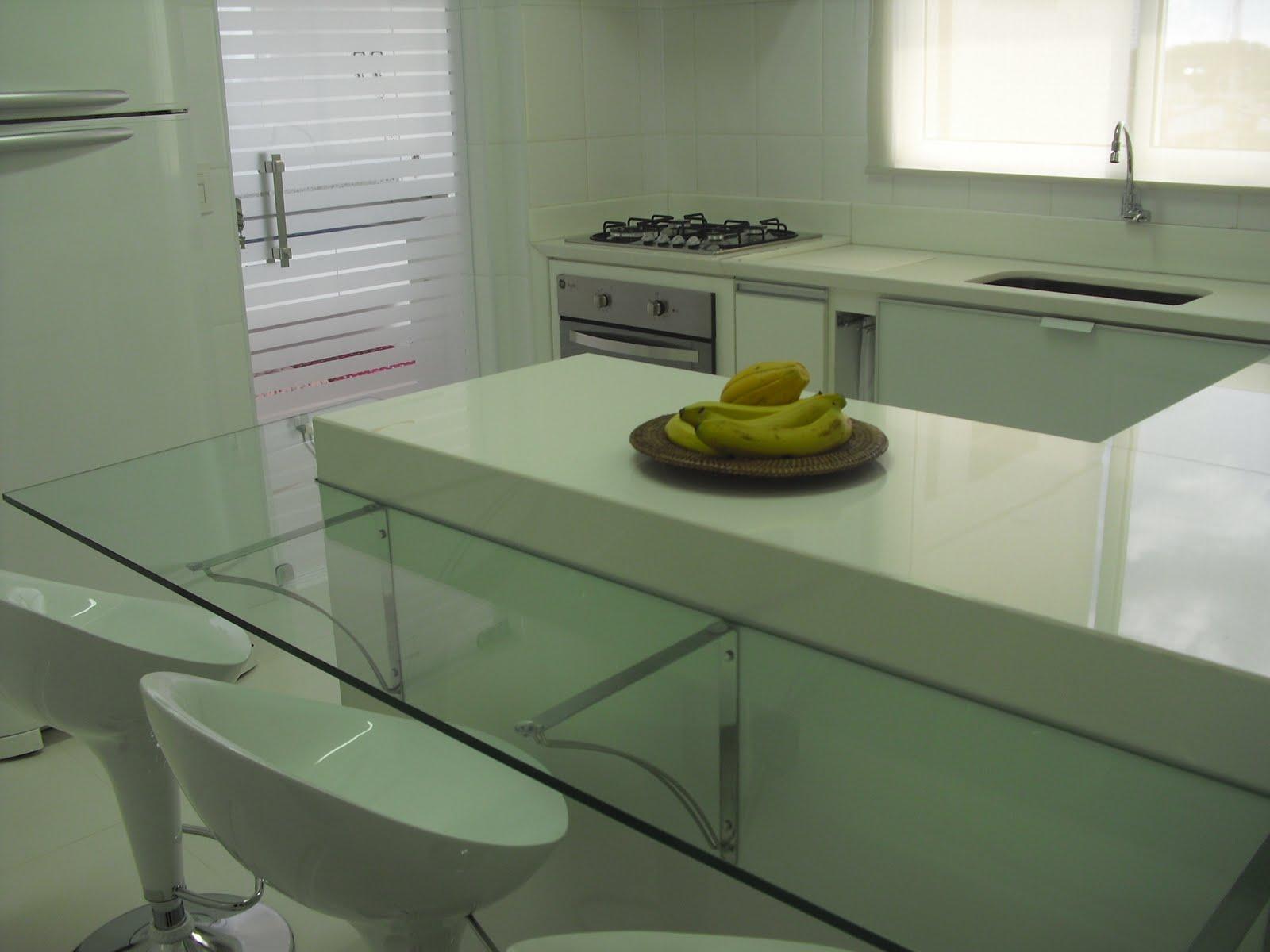 Imagens de #594D07 Na cozinha as cores trabalhadas foram o branco e o aço escovado  1600x1200 px 3540 Blindex Banheiro Jateado