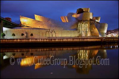 Guggenheim  Museum (  Bilbao ,  Spain )