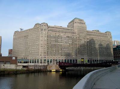 WORLD'S BIGGEST OFFICE COMPLEX ............. CHICAGO Chicago Merchandise Mart.....Illinois, USA