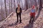 Joel y Clentine en el bosque