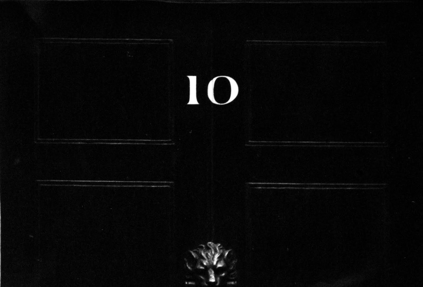 Typefoundry number ten for 10 downing street lion authentic foundry door knocker