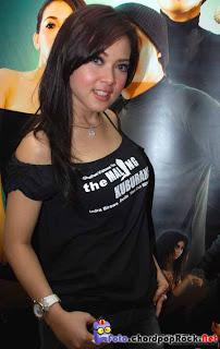 Foto Syahrini promo filem The Maling Kuburan