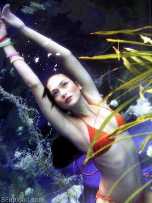 Foto Luna Maya Menggunakan Bikini di FHM MAGAZINE