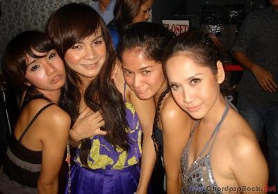 Foto Hot % Sexy BCL Di tempat Karaoke