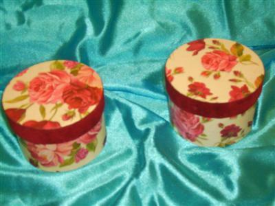 Cutie cadouri rotunda-1buc=6ron,2buc=11ron