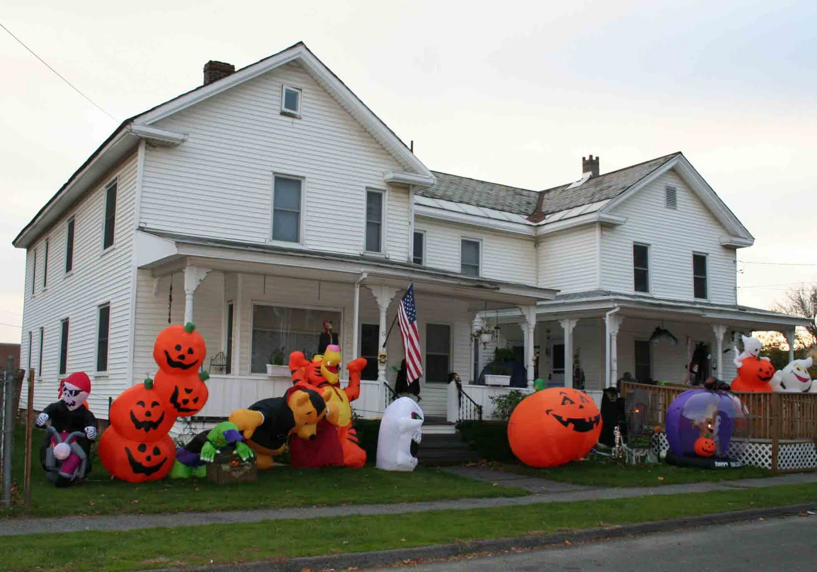 Hot fresh pics cool halloween houses - Decorated homes ...