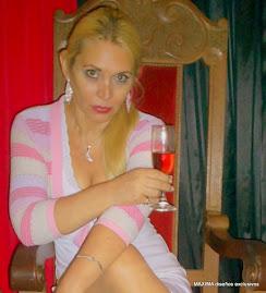 MAXIMA - UNA EXQUISITA MUJER Y CONOCEDORA A LA HORA DE ELEGIR UN DRINKS