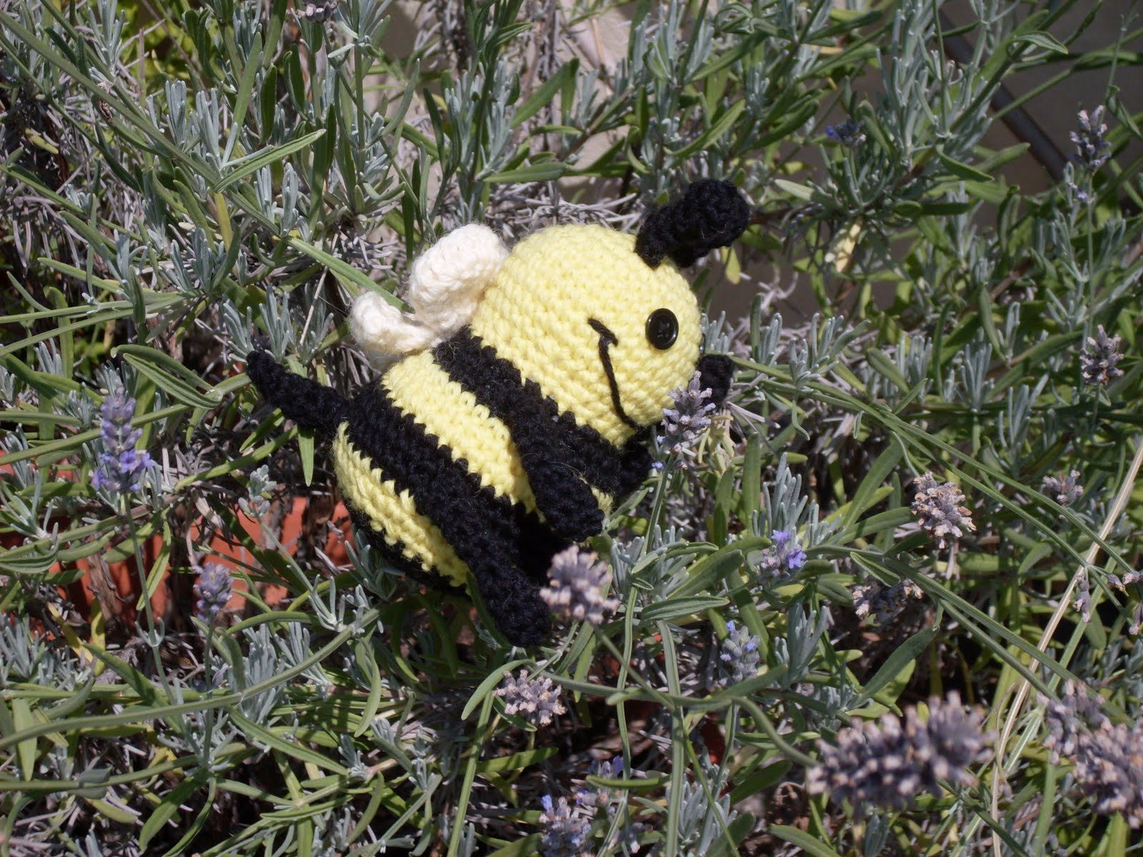 Free knitting patterns - Bzzzzzzz A Knit Bumble Bee! from Knitting Bee