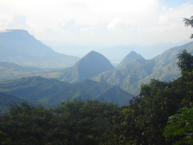 Una aventura por Colombia - Recorrido de las piedras marcadas en Arma y Farallones de la P