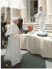 La Regina della Pace entra in Vaticano
