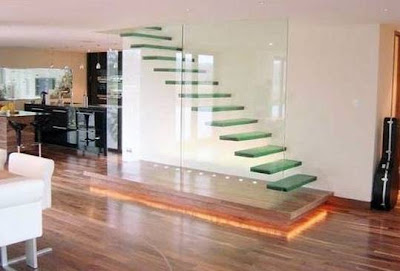 Escalera de escalones flotante de vidrio