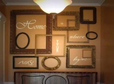 Letras y marcos sobre paredes