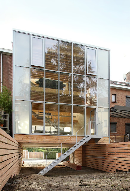 Casa de madera caja con vidrios