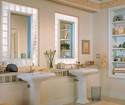 Ventana fija de bloques en baño