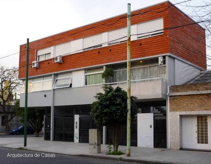 Arquitectura de casas edificio bajo en esquina for Casas contemporaneas en esquina