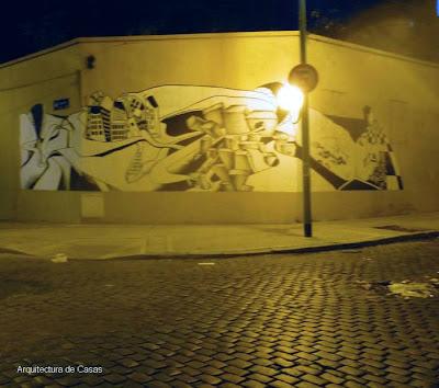 Graffiti en la ochava de una esquina de un barrio de la Ciudad de Buenos Aires
