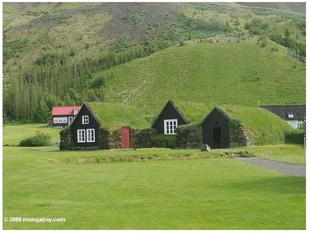 Arquitectura de casas casas de cesped en islandia - Casas en islandia ...