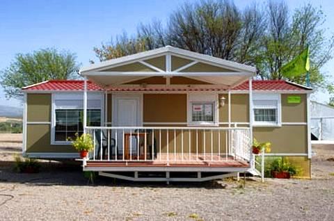 Casa móvil instalada con porche