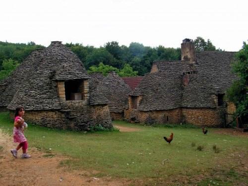 Arquitectura de casas casas tradicionales hechas de - Construccion casas de piedra ...