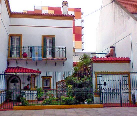 Casa resiencial en Villa del Parque de aspecto español estilo Andaluz