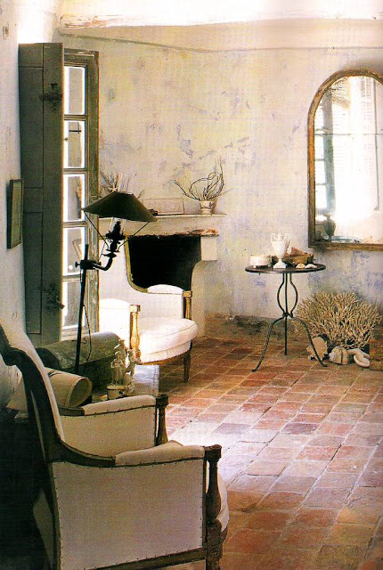 Interior de la casa rústica francesa