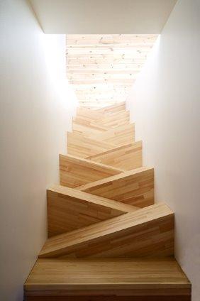vista desde arriba de la escalera de madera
