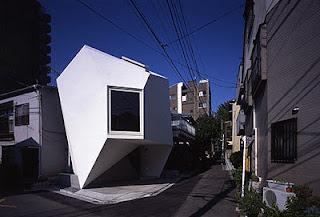 Casa pequeña poliédrica en Tokio
