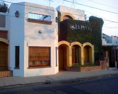 Casa estilo contemporáneo hispánico
