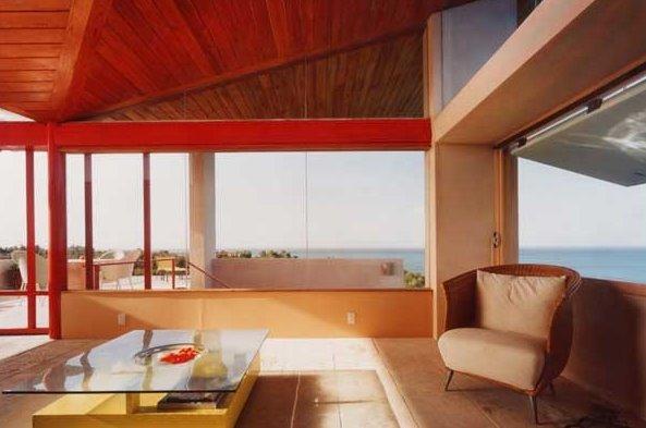 Nivel superior de la casa con amplias vistas del entorno natural