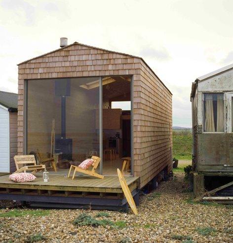 Cabina de playa hecha con madera