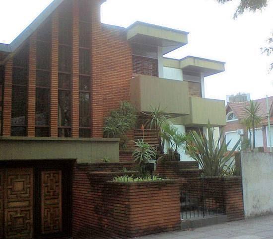 Arquitectura de casas casa brutalista en esquina de Arquitectura brutalista