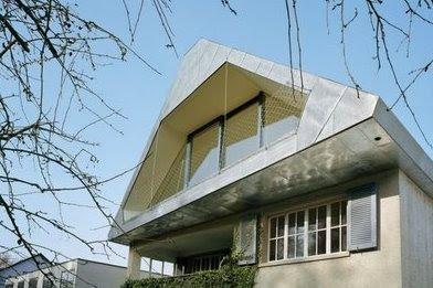 Nuevo techo habitable levantado en la terraza de una casa estilo Moderno suiza