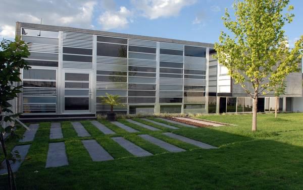 Y House vivienda de concreto metal y vidrio en Querétaro, México
