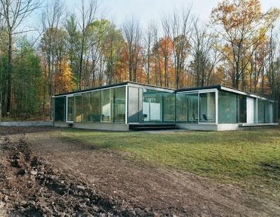 Casa transparente cerrada con vidrios en Hudson Valley River, Nueva York