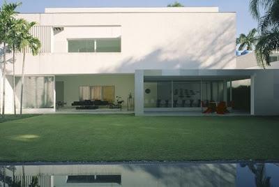 Residencia contemporánea minimalista de arquitectura brasileña