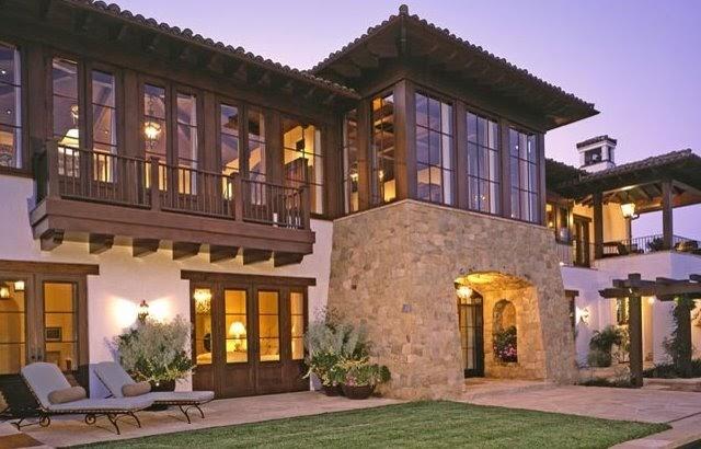 Arquitectura de casas definici n colonial en una for Arquitectura y diseno de casas