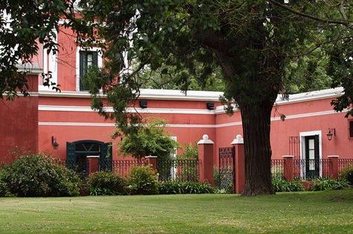 Sector de un viejo casco de estancia restaurado en Argentina
