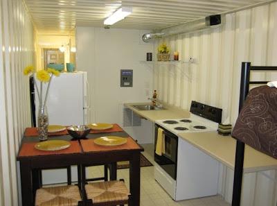 Interior de la casa económica equipado