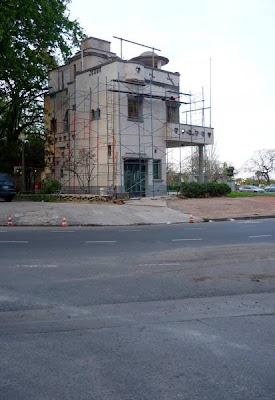 Lado de la casa de estilo en restauración