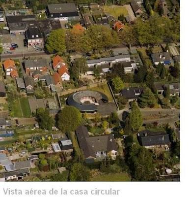 Vista aérea de la villa de techo redondod