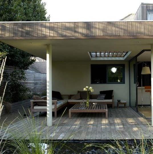 Arquitectura de casas deck de madera para el jard n de la for Modelos de jardines exteriores