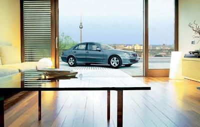 Ascensor de vehículos en edificio residencial