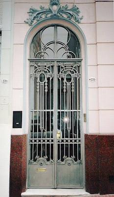 Puerta francesa de hierro y vidrio