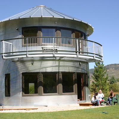 Balcón de casa redonda