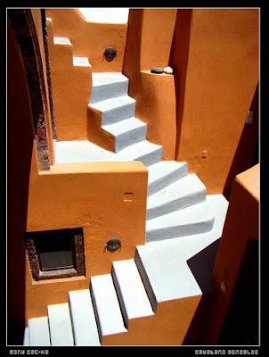 Escalera exterior pintada